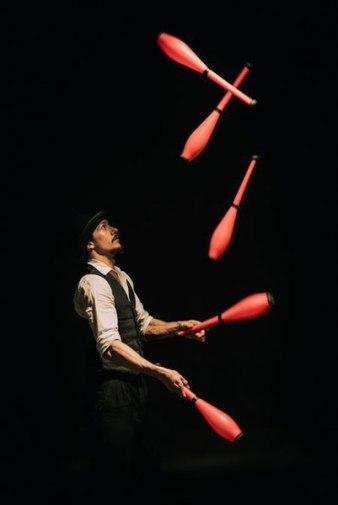 _circus-juggling